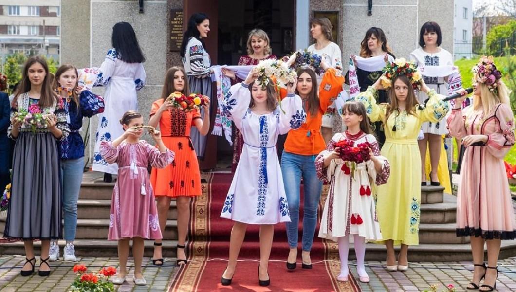 Одяг від «Галереї Вишиванок» став окрасою етнофестин у Тернопільському університеті