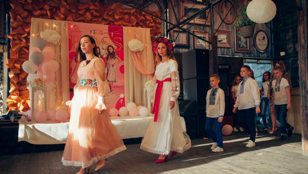 «Галерея Вишиванок» додала кольорів на вечірці-презентації у стилі «Pink» журналу «Kids Boss»