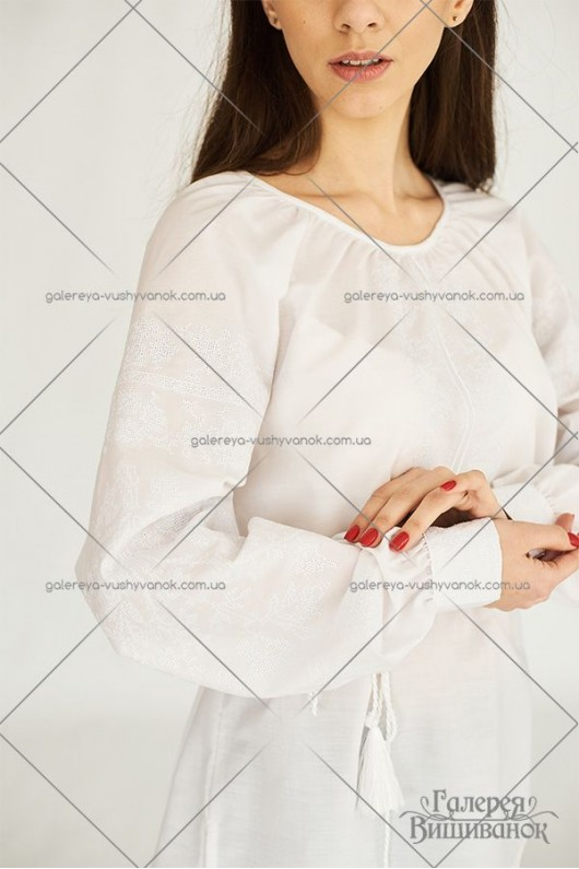 Жіноча блузка «Біла квітка»