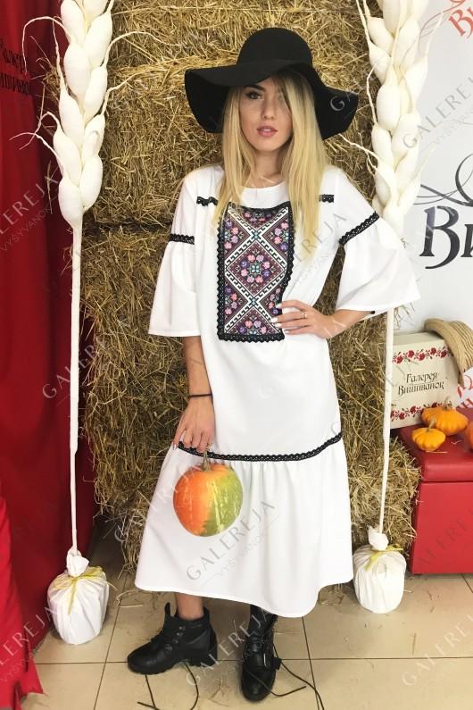 Жіноче вишите плаття «Класичне»