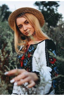 Жіноча вишита блузка «ГВ2471»