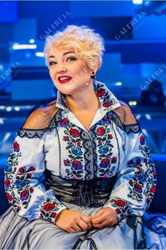 Жіноча вишита блузка «Оксана Пекун»