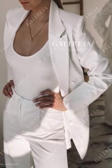 Жіночий вишитий двохбортний костюм «Вікторія»